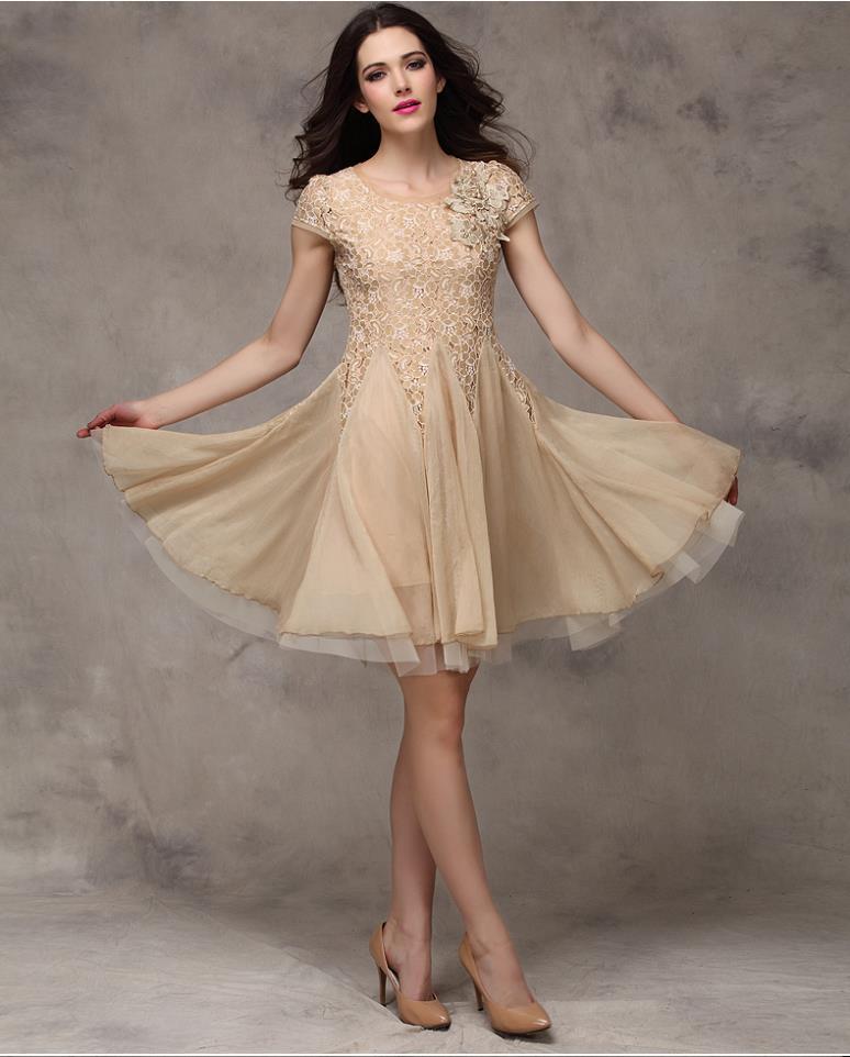 Model Mini Dress Untuk Tubuh Kecil yang Berkelas